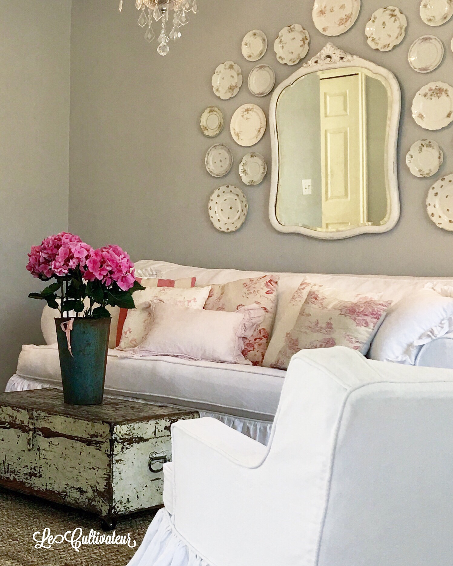 Decorating with plates ~ plate walls made easy ~ LeCultivateur
